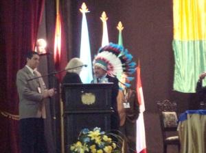 Regalo al Gobernador Ismael del grupo IGE
