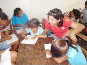 Educando a una niña se educa futura familia
