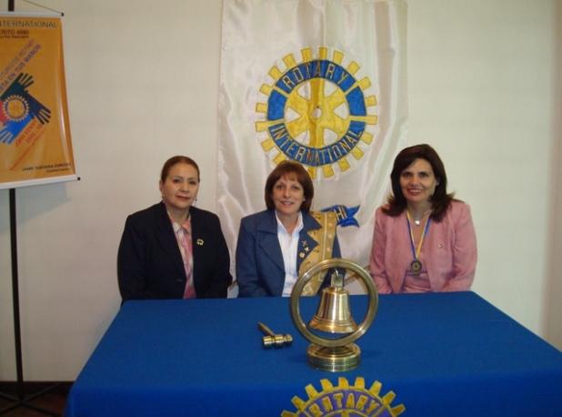 Comite de Damas con Pilar la esposa del Gobernador