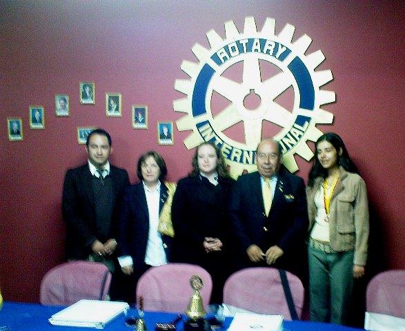 Gobernador con las presidentas de Rotaract San Jorge y Sopocachi