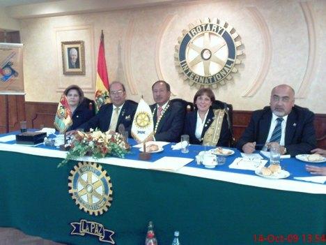 El gobernador con su esposa Pilar y el presidente Julio Cesar Paredes