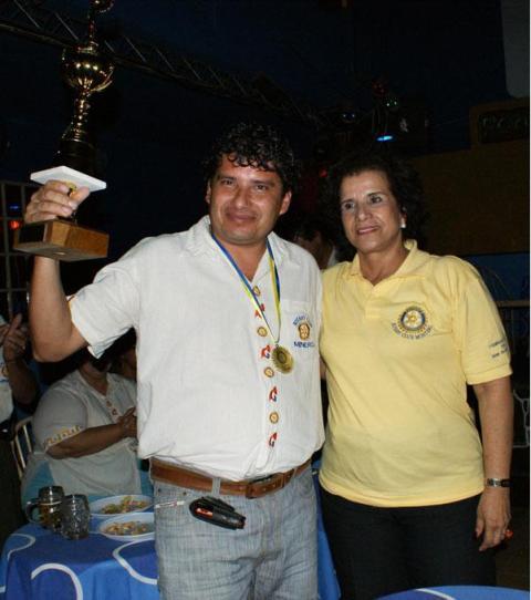 Karaoke Medalla de Oro y Trofeo para RC Minero José Carlos Michel