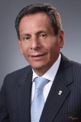 Gobernador del Distrito 4690 Mario Paredes Vargas