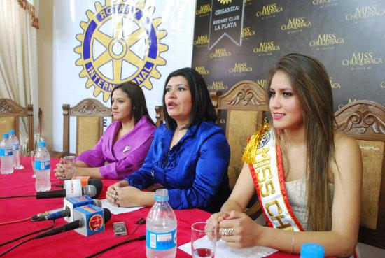 LANZAMIENTO. María de los Ángeles Luján (der.) y las representantes del Rotary Club