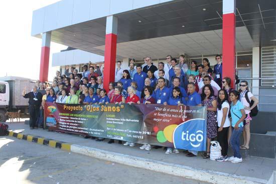 ARRIBO. La delegación médica multidisciplinaria en el aeropuerto Juana Azurduy de Padilla, ayer